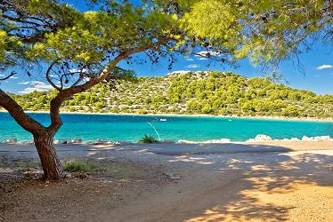 Dovolená v Chorvatsku , to je relax u moře i výlety do přírody nebo za historickými památkami