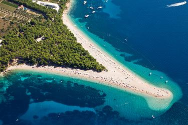 Zlatni Rat - jedna z nejkrásnějších chorvatských pláží se nachází na ostrově Brač