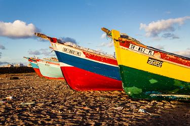 loďe na pláži na Kapverdských ostrovech