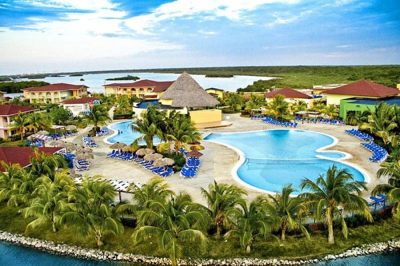 Memories Caribe Beach Resort - na pláži