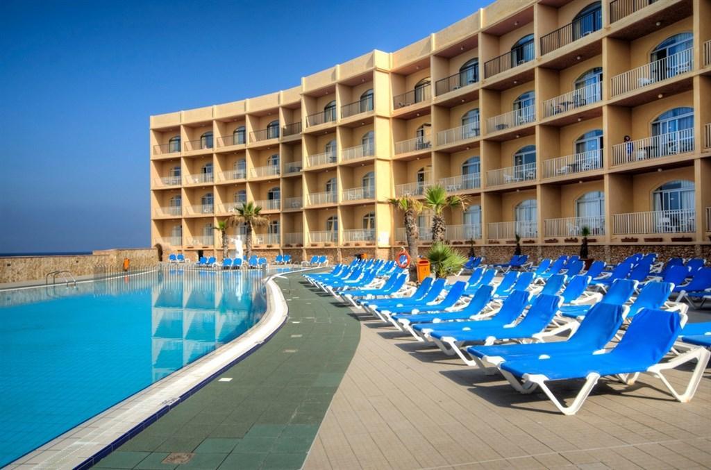 Malta - Land und Leute im Paradise Bay Resort - letecky z prahy
