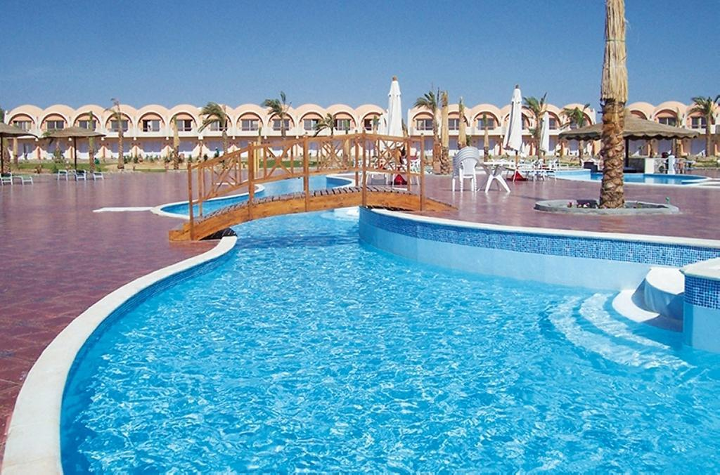 The Three Corners Sea Beach Resort - v září