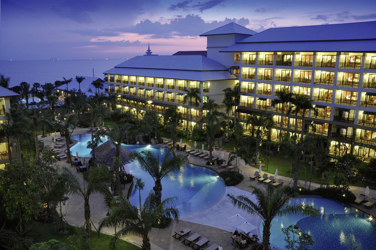 Hotel Ravindra Beach Resor