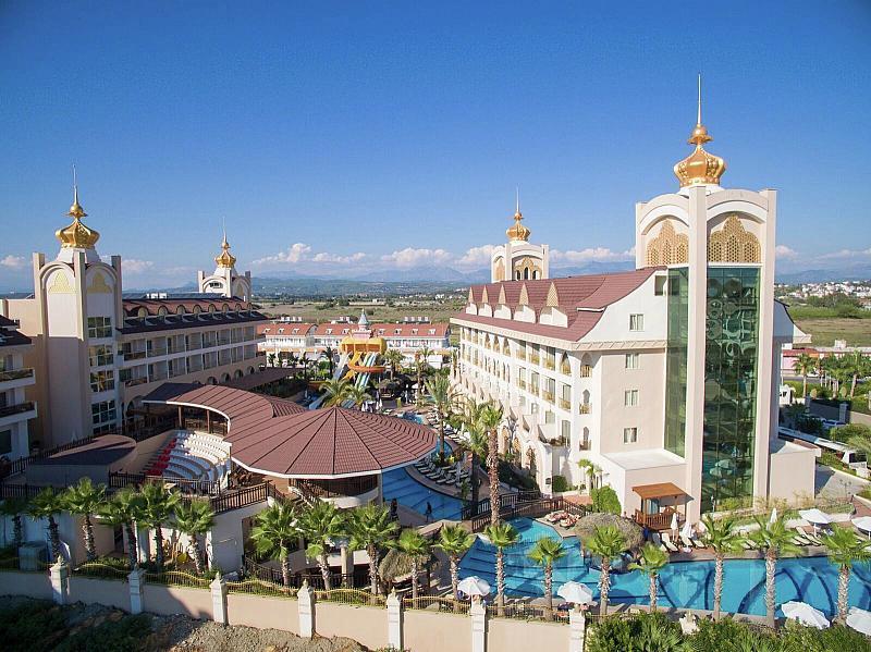 Palace Hotel Side Crown Charm - Last Minute a dovolená