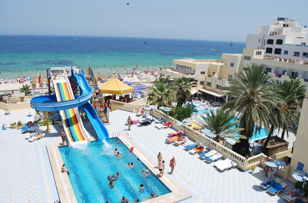 Karawan Beach & Resort