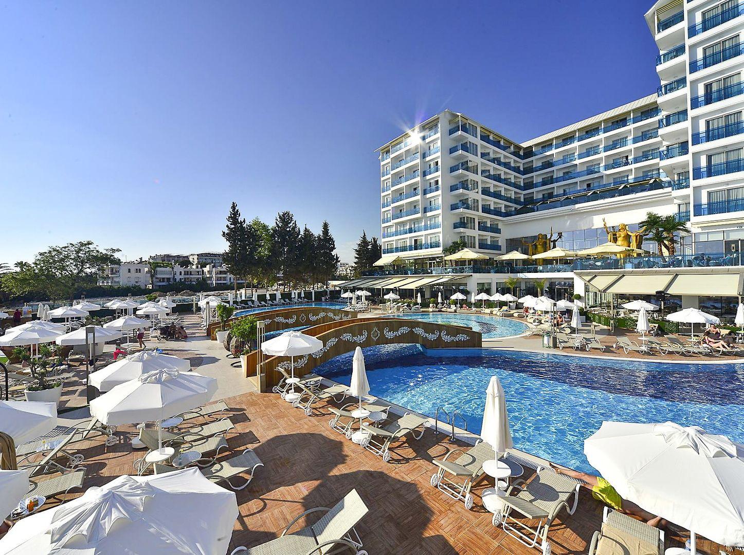 Hotel Azura Deluxe Resort