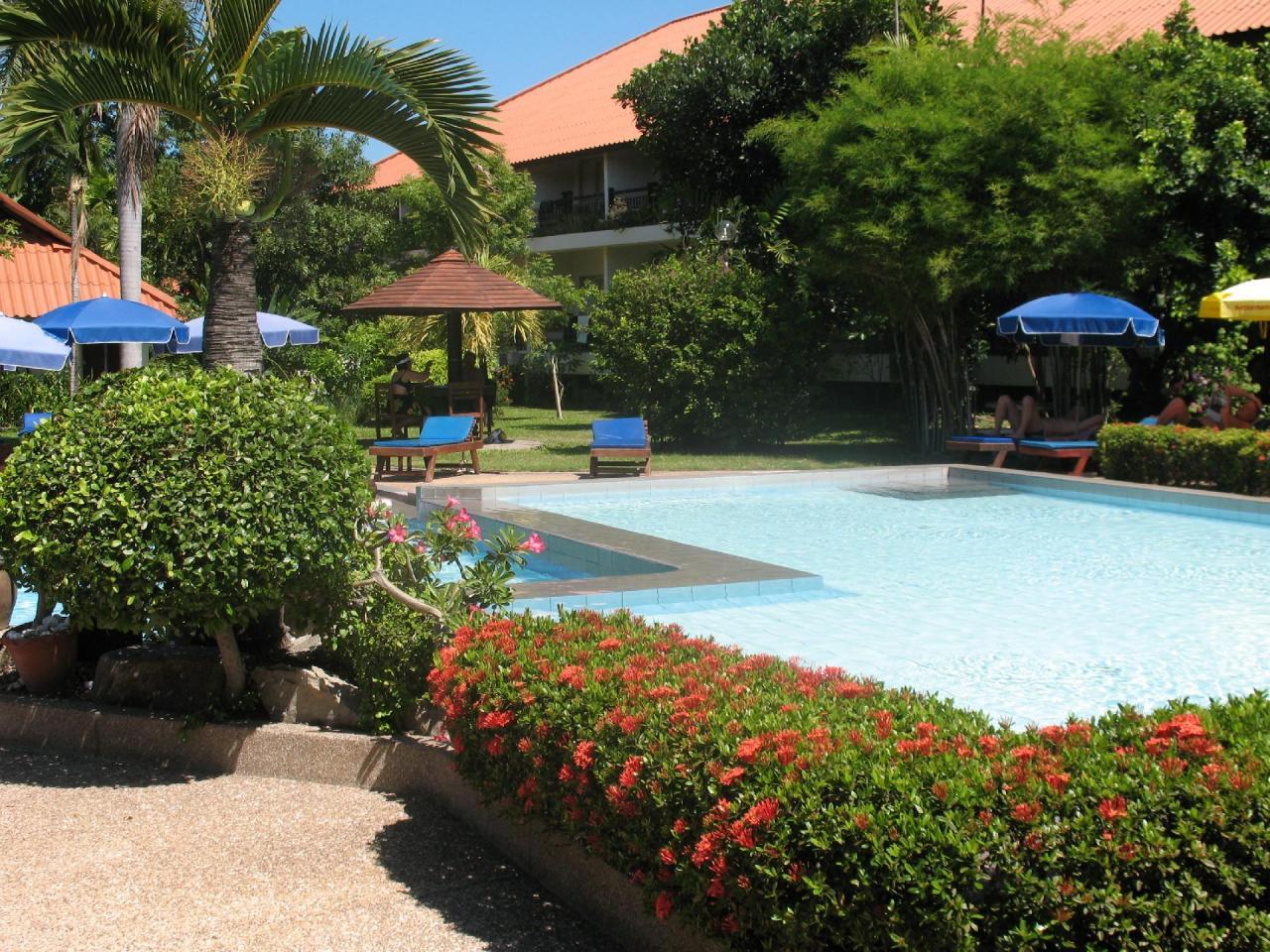Kombinace - Sunshine Garden, Pattaya, Bangkok Palace Hotel, Bangkok