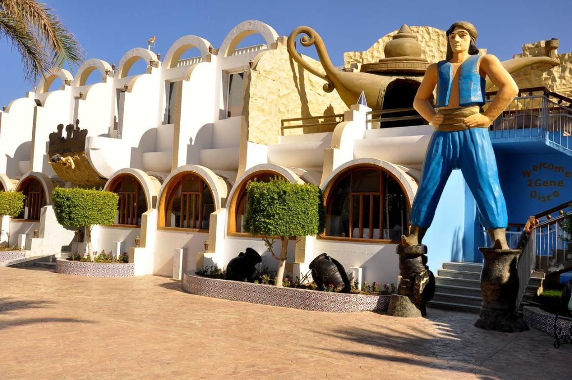 Aladdin Beach Resort - na pláži