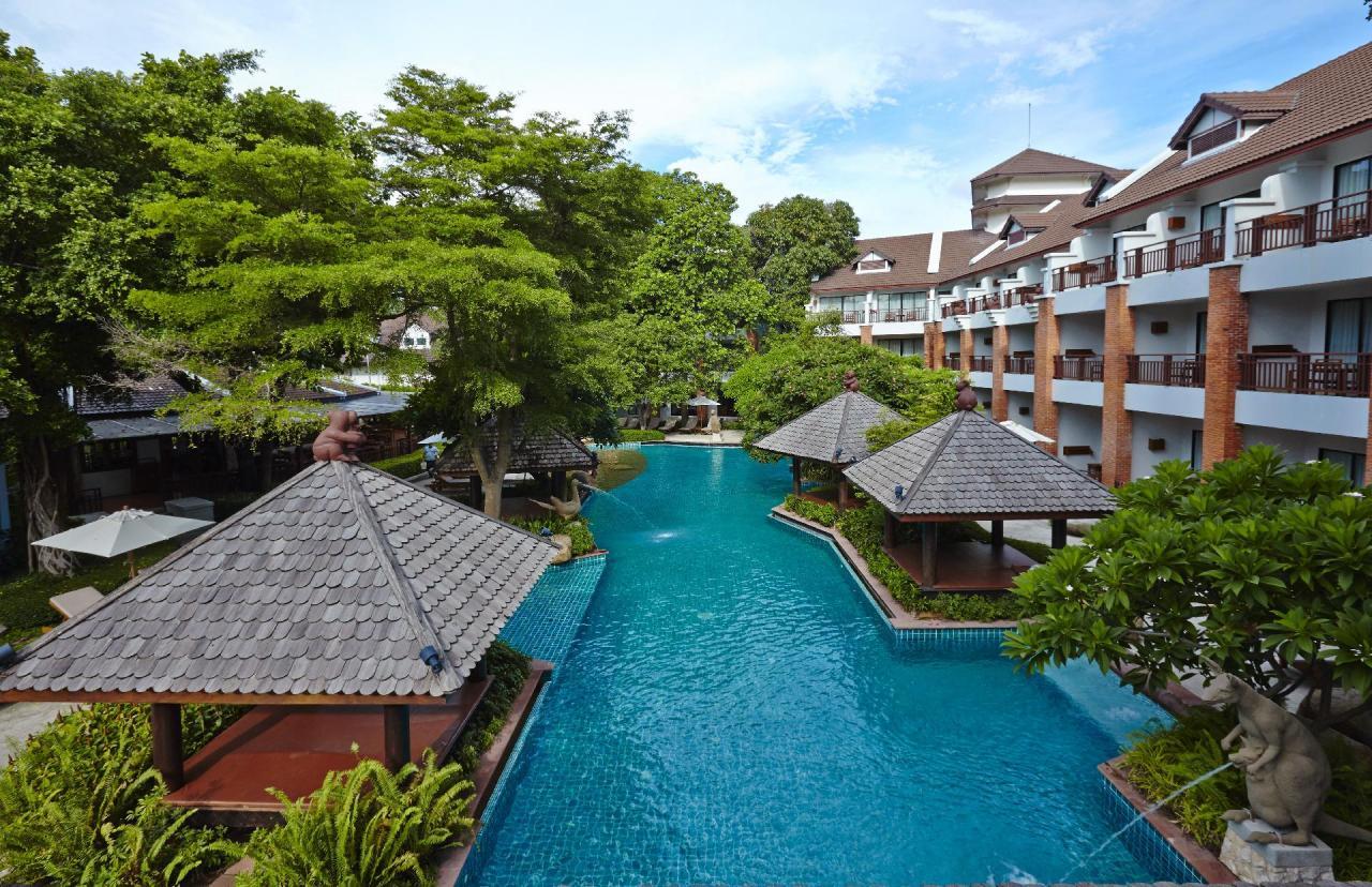 Kombinace - Woodlands Hotel, Pattaya, Bangkok Palace Hotel, Bangkok