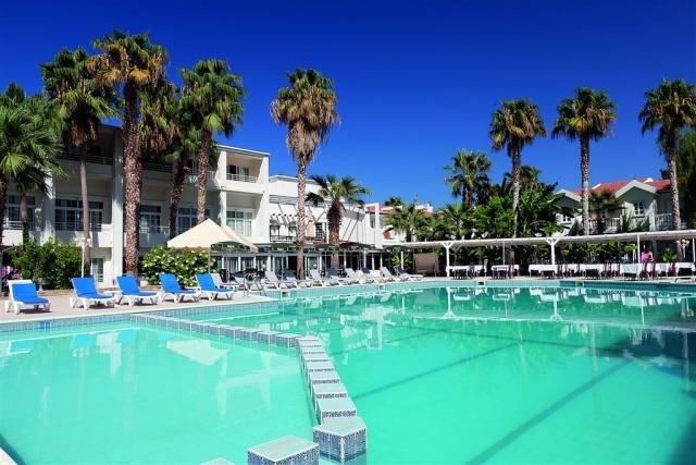 Hotel & Resort LA - Dotované pobyty 50+ Polopenze