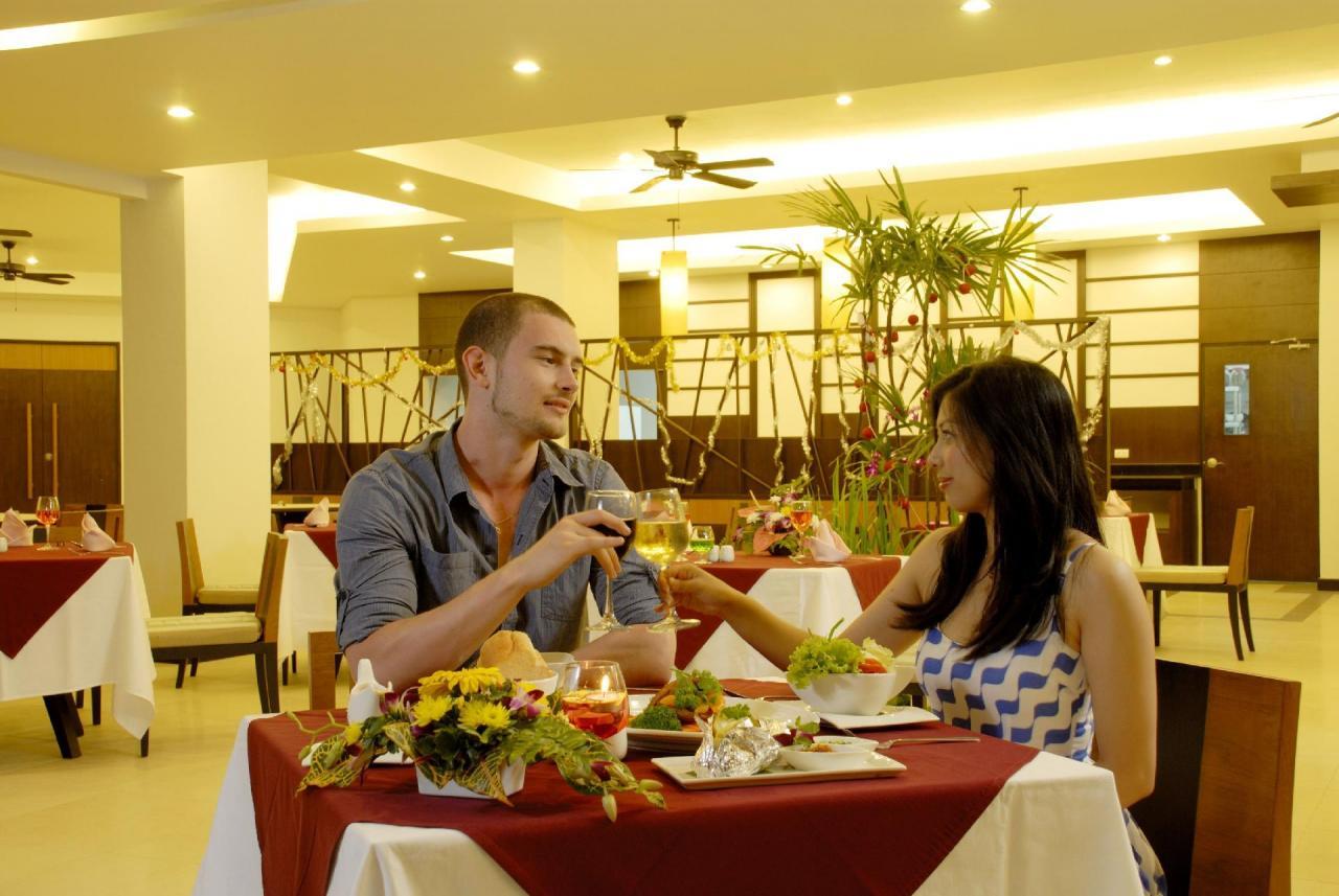 Kombinace - Andakira Hotel, Phuket, Bangkok Palace Hotel, Bangkok