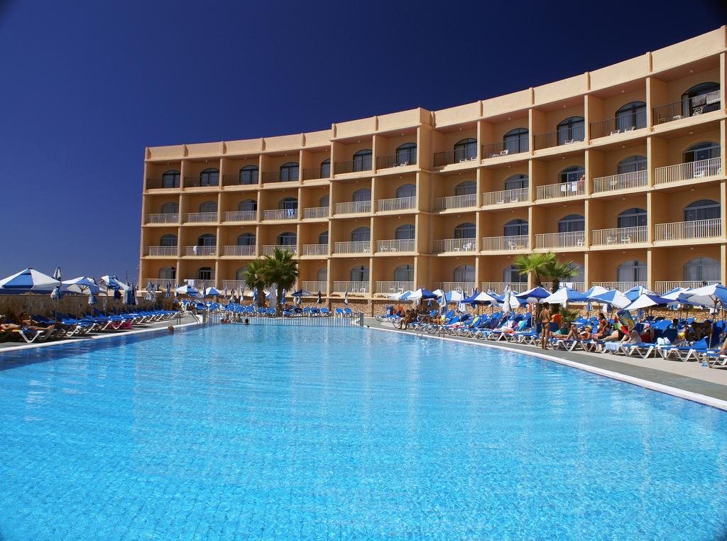 Paradise Bay Resort   - v dubnu