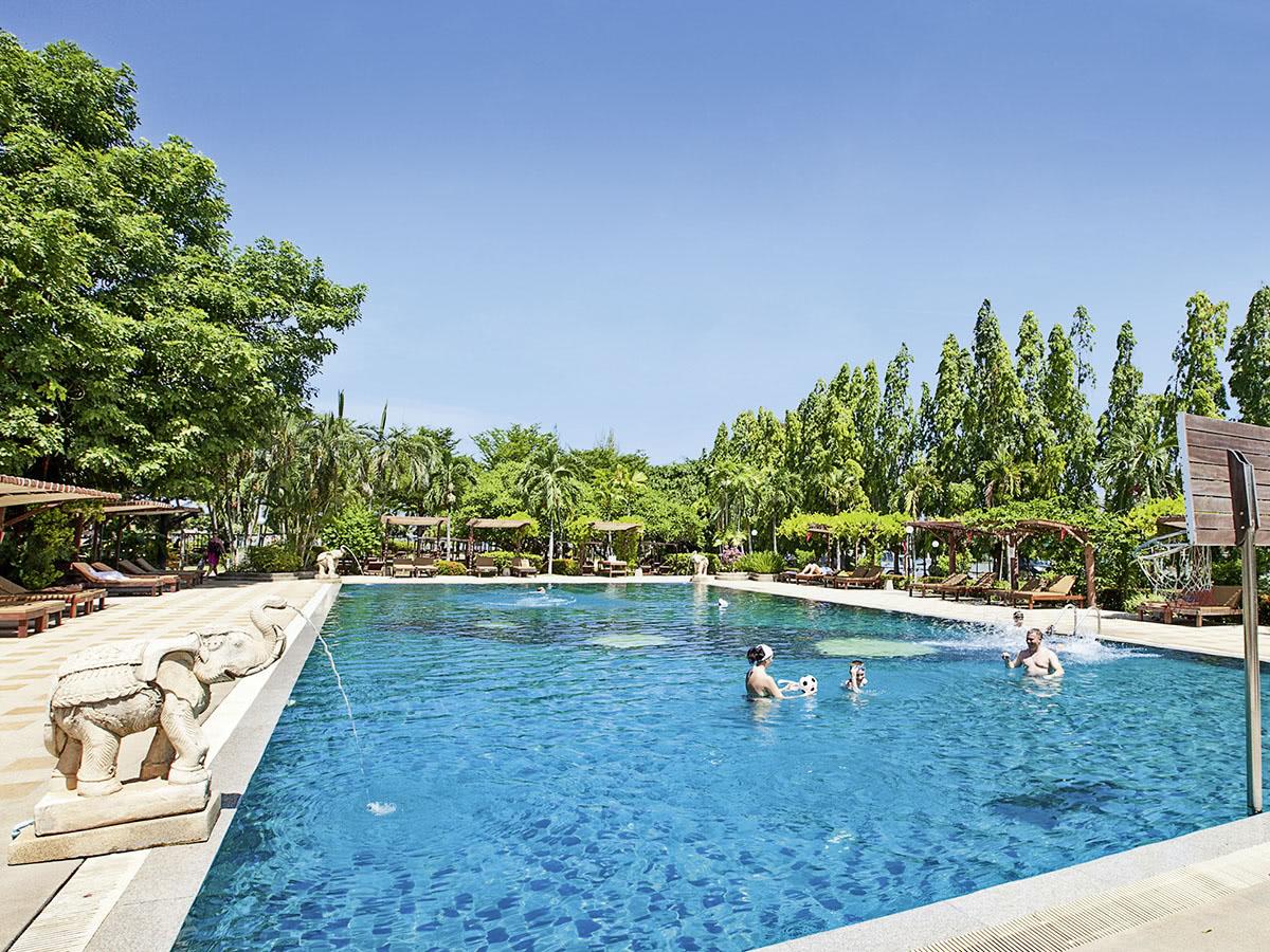 Pinnacle Grand Jomtien Resort & Beach Club