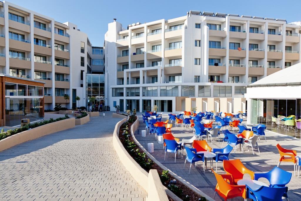 db Seabank Resort + Spa   - v dubnu