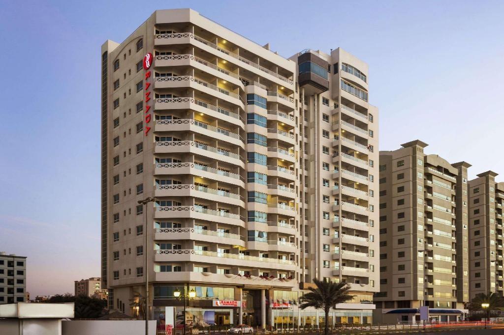 Ramada Beach Hotel Ajman - Levně